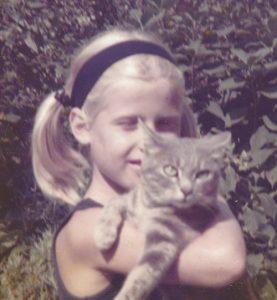 Raffaella Frasca Comati bambina con gatto